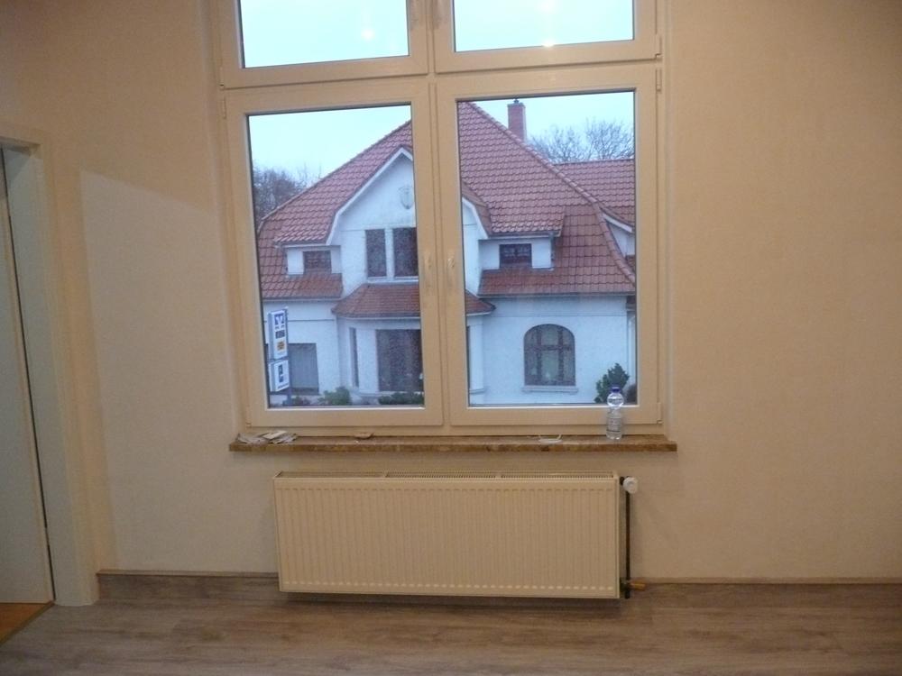 Küchenfenster mit Tür zum Kinderzimmer OG